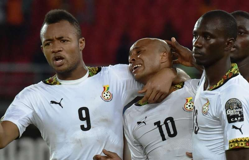 Jordan Ayew consoles senior brother Andre Ayew after Ghana's 2015 AFCON final to Ivory Coast
